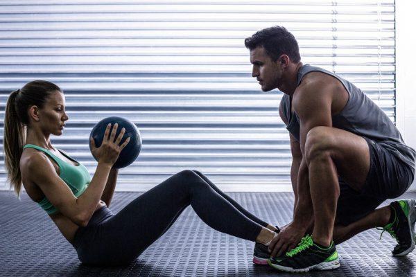 Jak wybrać trenera na siłownię?