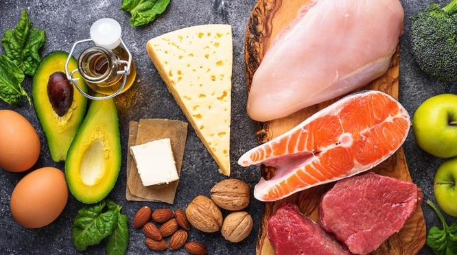 Co to jest dieta tłuszczowa i jakich zasad należy się trzymać?