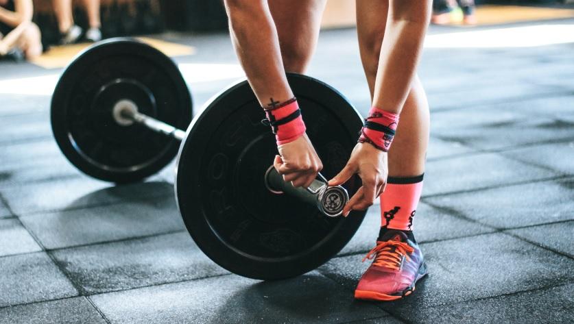Najczęstsze błędy przy ćwiczeniach mięśni tricepsu